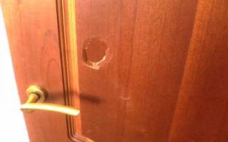 Как замаскировать дырку в двери?