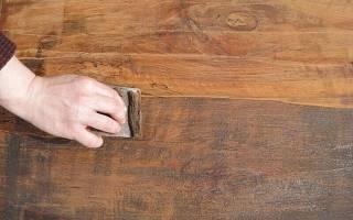 Как снять старый лак с деревянной мебели?