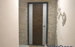 Как задекорировать железную дверь?