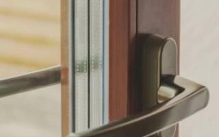 Как закрепить ручку на пластиковой двери?