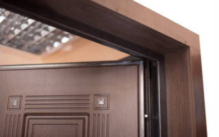Как отделать коробку входной двери?