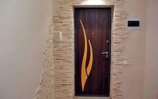 Как оформить откосы входной двери?