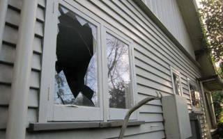 Как снять стекло с пластиковой двери?