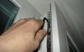 Как поправить перекосившуюся дверь?