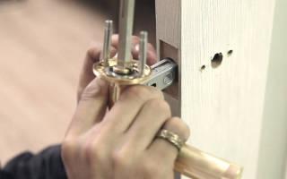 Как разобрать дверную ручку межкомнатной двери?
