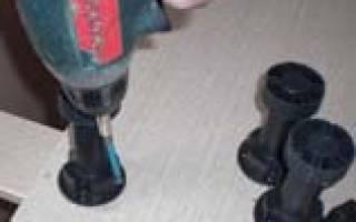 Как крепить ножки к шкафу?