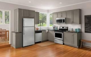 Как встроить холодильник в кухонный шкаф?