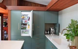 Как встроить морозильную камеру в шкаф?