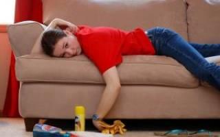 Как почистить засаленный диван?